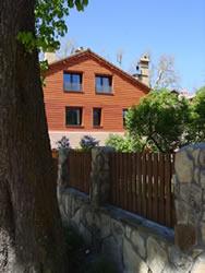 la casa del bosque es un edificio de nueva construccin que en total ofrece hasta pax estos se distribuyen en cuatro casas primavera verano